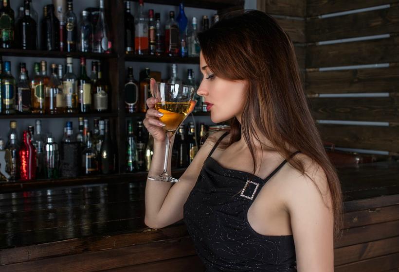 Со скольки лет продают алкоголь в России в 2018 году – с какого возраста можно покупать водку, пиво и вино
